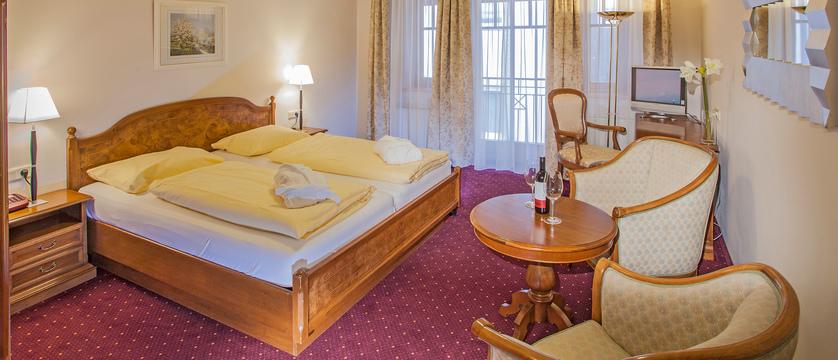 austria_zell-am-see_hotel-feinschmeck_standard-bedroom.jpg